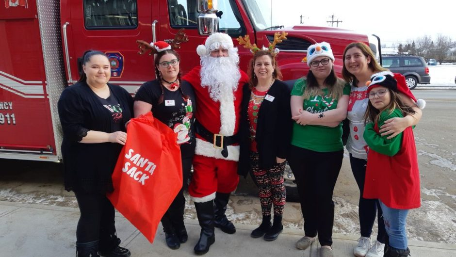 Red Apple collects toys for children